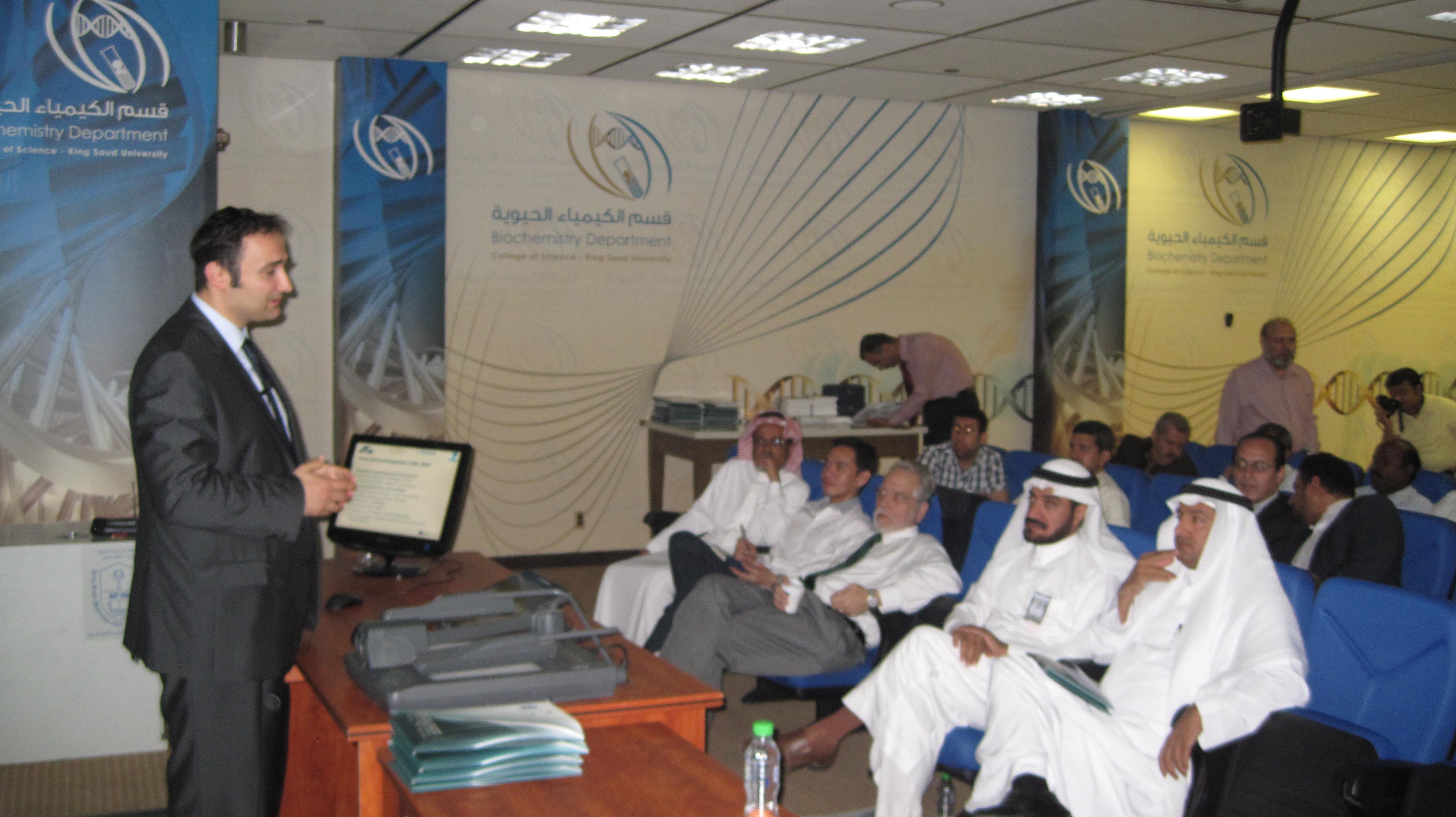 """نظم برنامج أبحاث المؤشرات الحيوية وكرسي الأمير متعب بن عبد الله لأبحاث المؤشراتالحيوية لهشاشة العظام سلسلة محاضرات عن كيفية التقدم لطلب المنح البحثية ببرنامج الـ FP7، أكبر خطه لتمويل البحوث الأوروبية """""""
