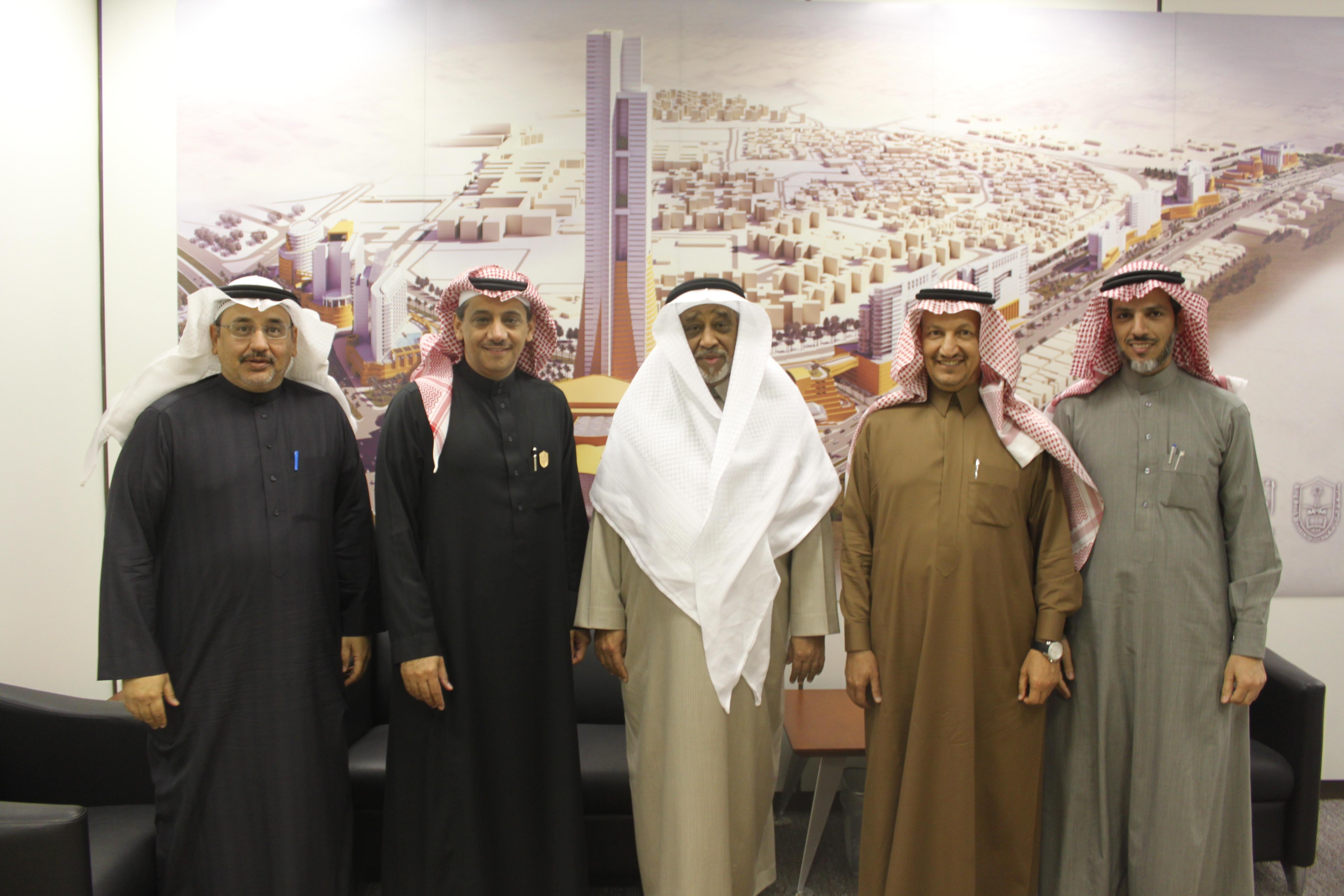 معالي مدير الجامعة يستقبل الشيخ العمودي