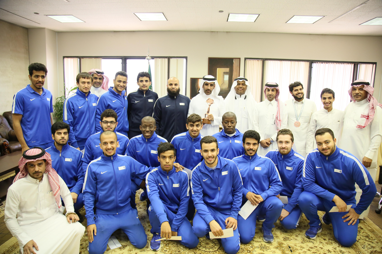عميد شؤون الطلاب يستقبل منتخب الجامعة للسباحة  الحاصل على المركز الثالث في بطولة الاتحاد الرياضي للجامعات
