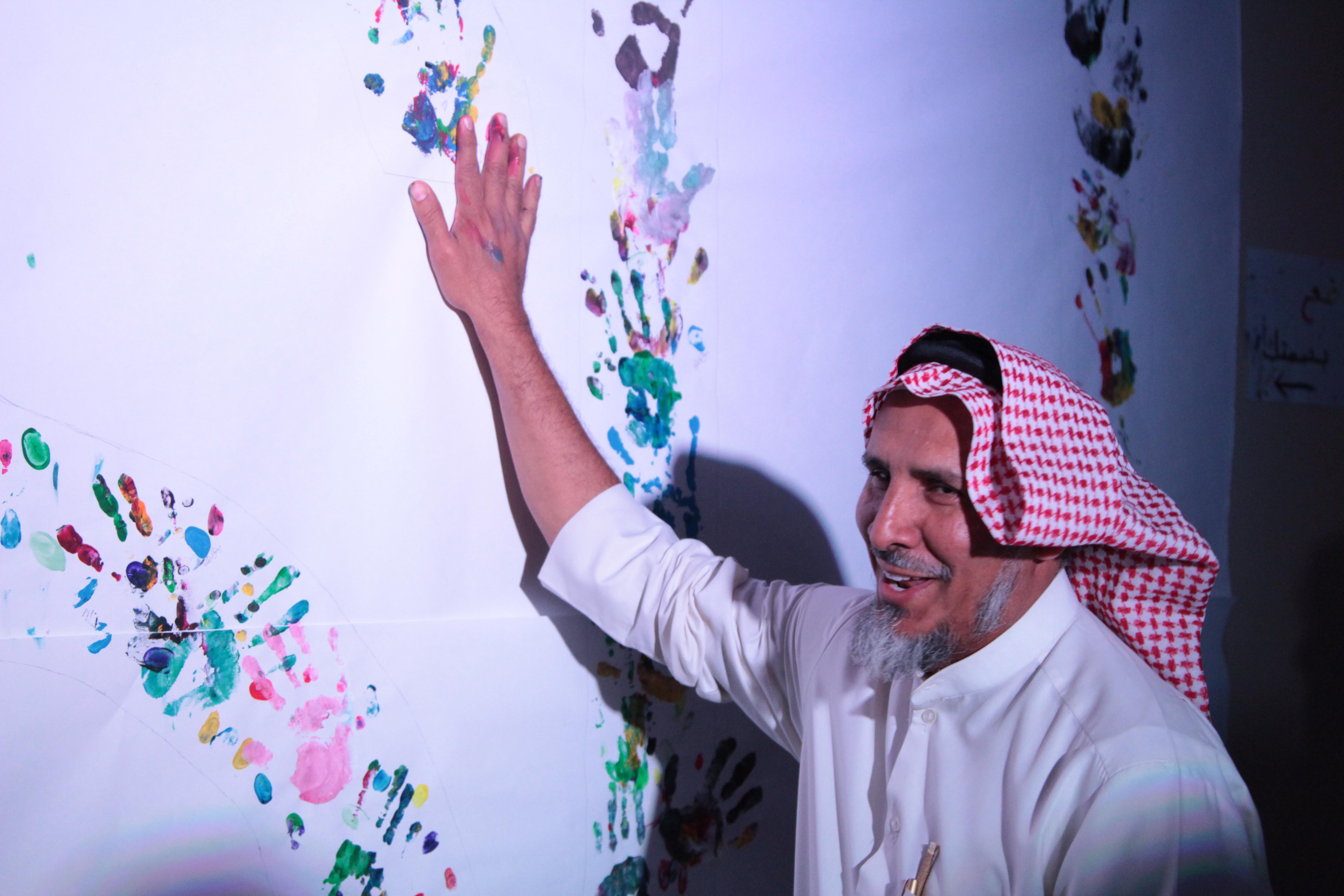 الصالح يدشن معرض الأسبوع الفني في إسكان الطلاب