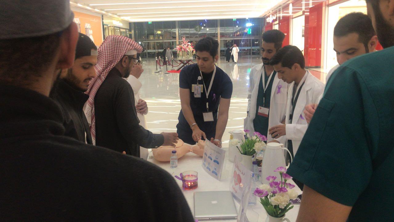 النادي الثقافي والاجتماعي بكلية المجتمع يُنظِّم فعالية تعريفية بمرض السرطان