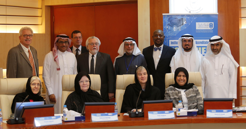 معالي مدير الجامعة يعقد اجتماع مع فريق المراجعة الخارجي الاعتماد الأكاديمي المؤسسي.
