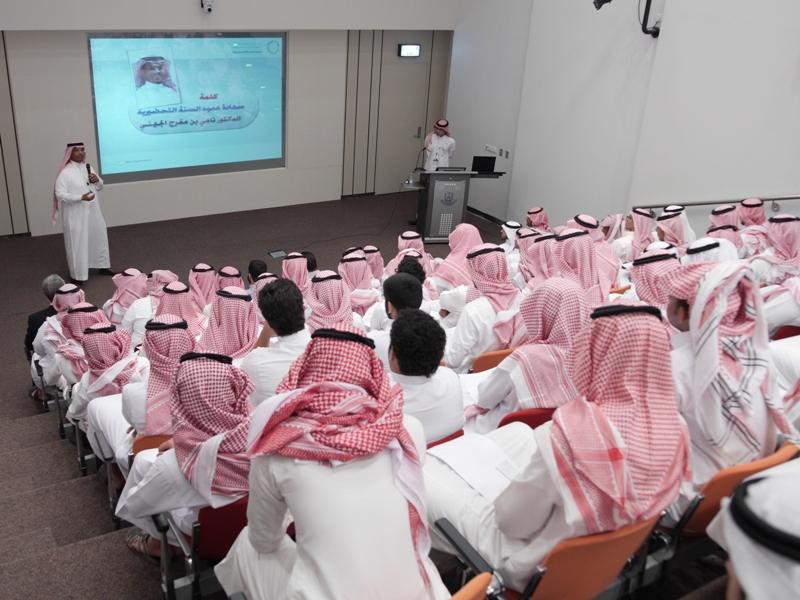 """عميد السنة الاولى المشتركة  : بدء البرنامج التعريفي للطلاب و الطالبان المقبولين في جامعة الملك سعود """" اون لاين"""" الجمعة"""