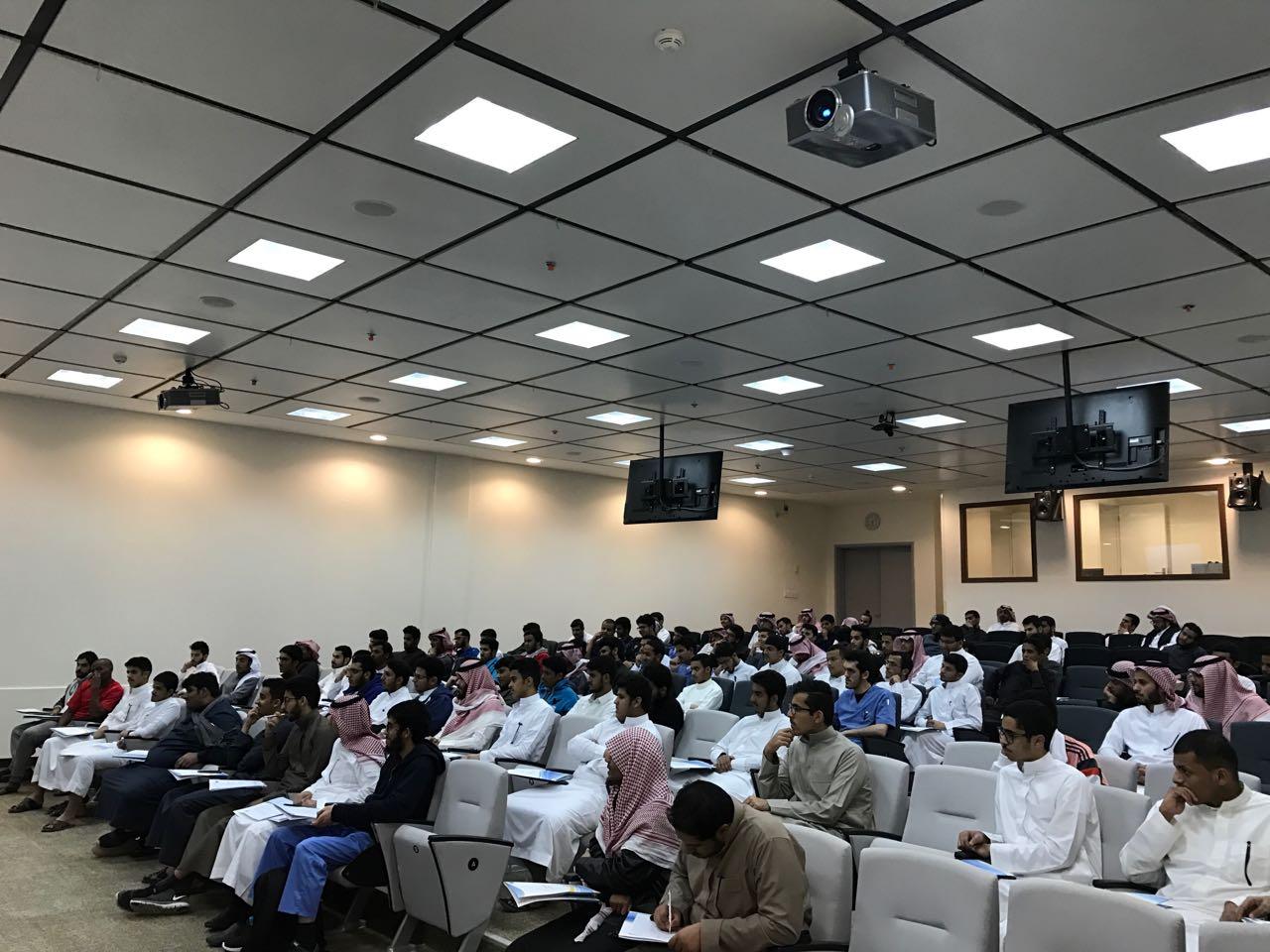 إنطلاق أنشطة مرحلة الإعداد العام للطلبة المتفوقين بالجامعة