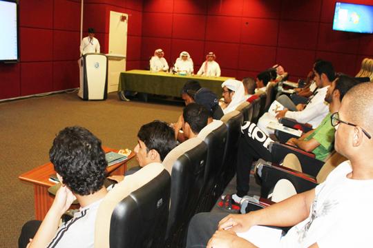 لقاء عميد كلية علوم الرياضة ووكيلها للشؤون التعليمية بالطلاب المستجدين