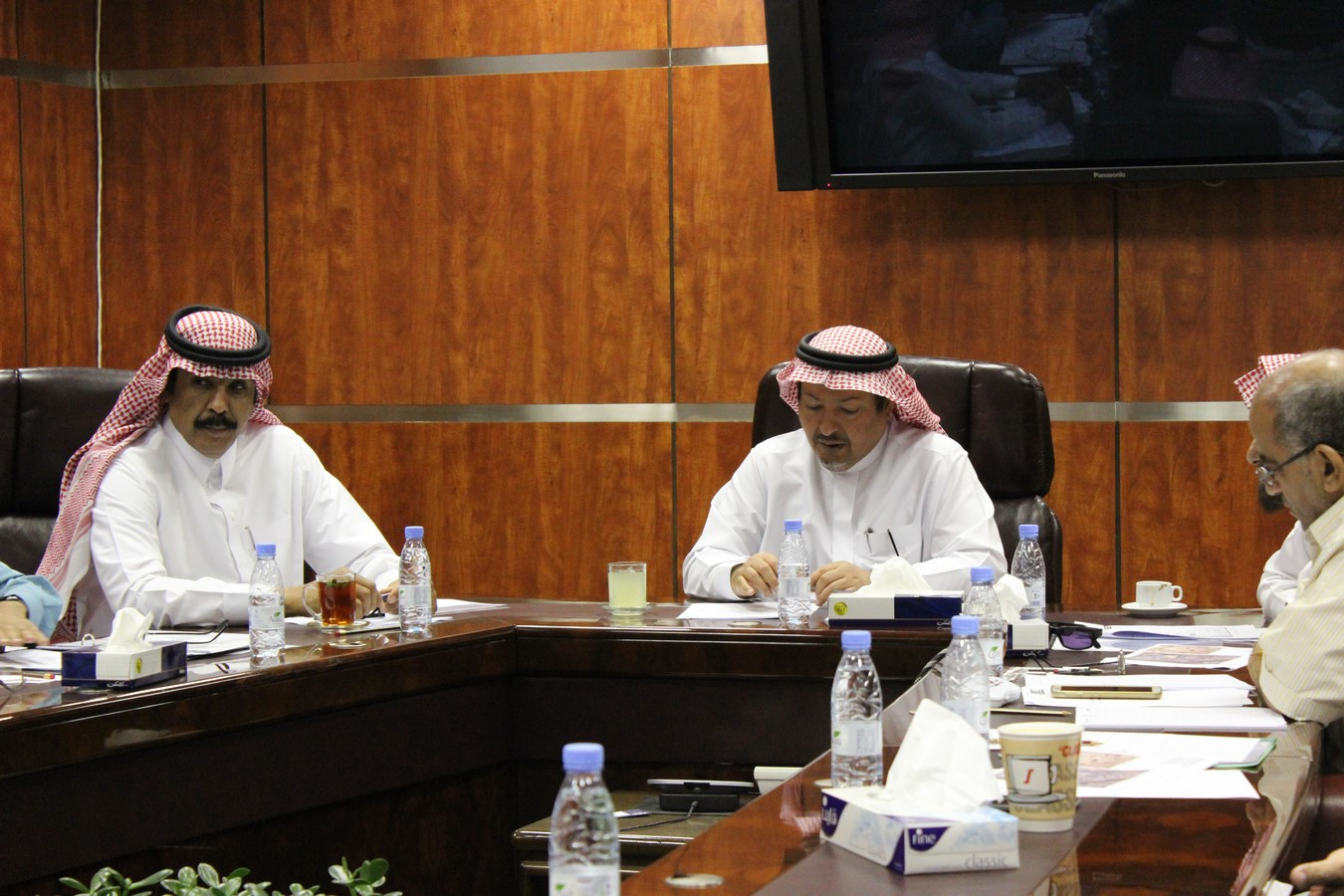 اللجنة الاستشارية للطاقة الكهربائية بالجامعة تعقد اجتماعها