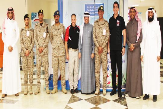 وفد من القوات المسلحة السعودية والمجلس الدولي للرياضة العسكرية يزورون كلية علوم الرياضة
