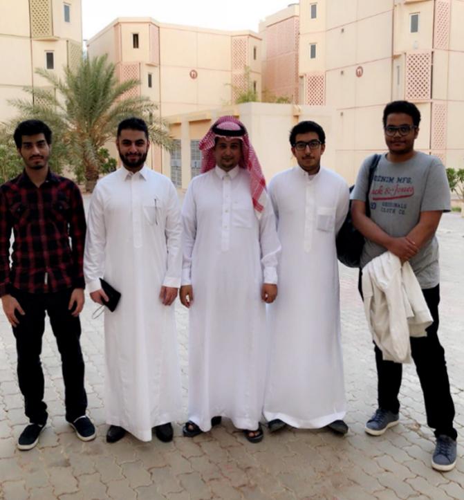 طلاب برنامج موهبة الإثرائي البحثي في ضيافة إسكان الطلاب