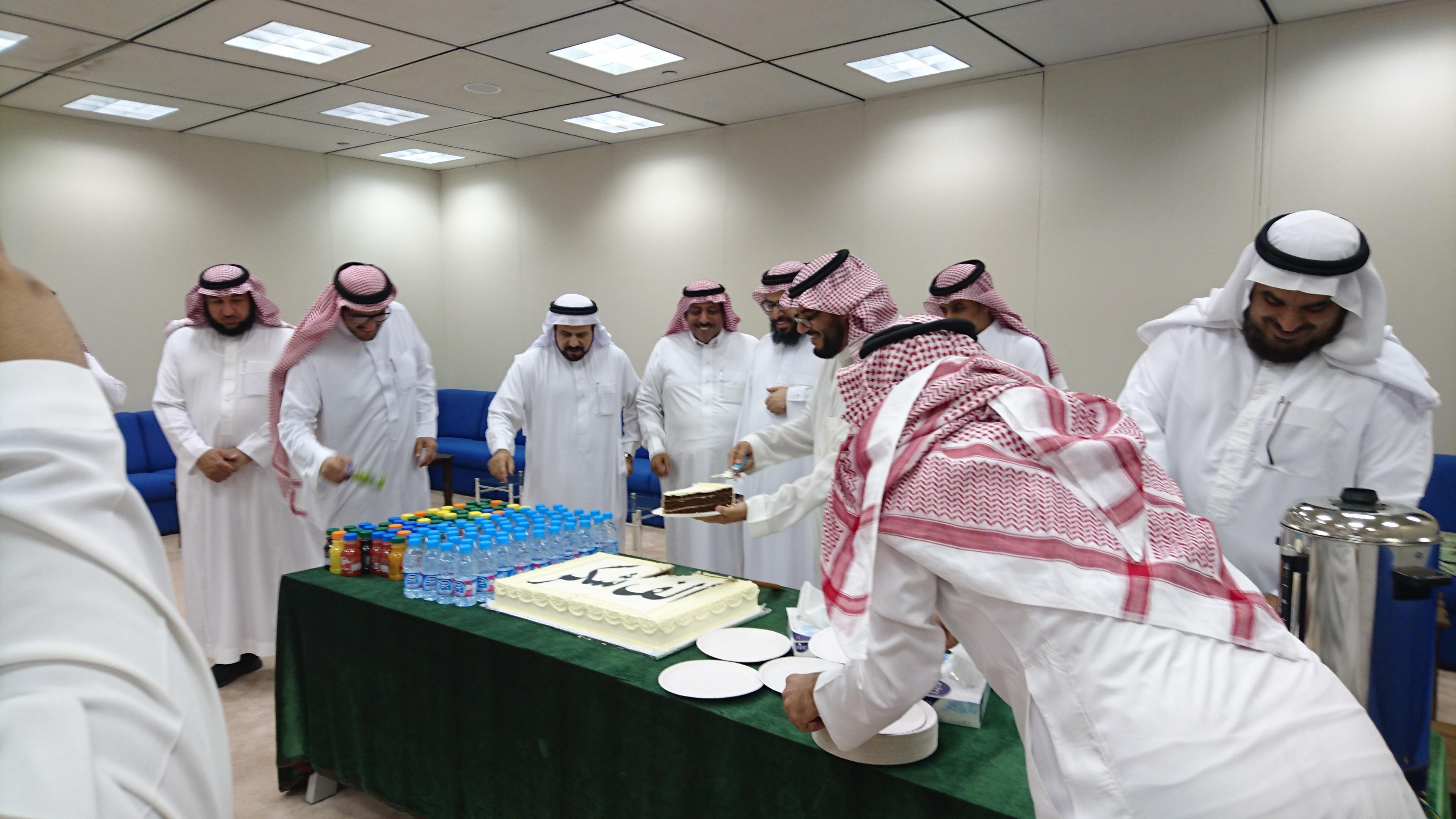 23- كلية علوم الأغذية والزراعة تحتفي بموظفيها المتميزين.