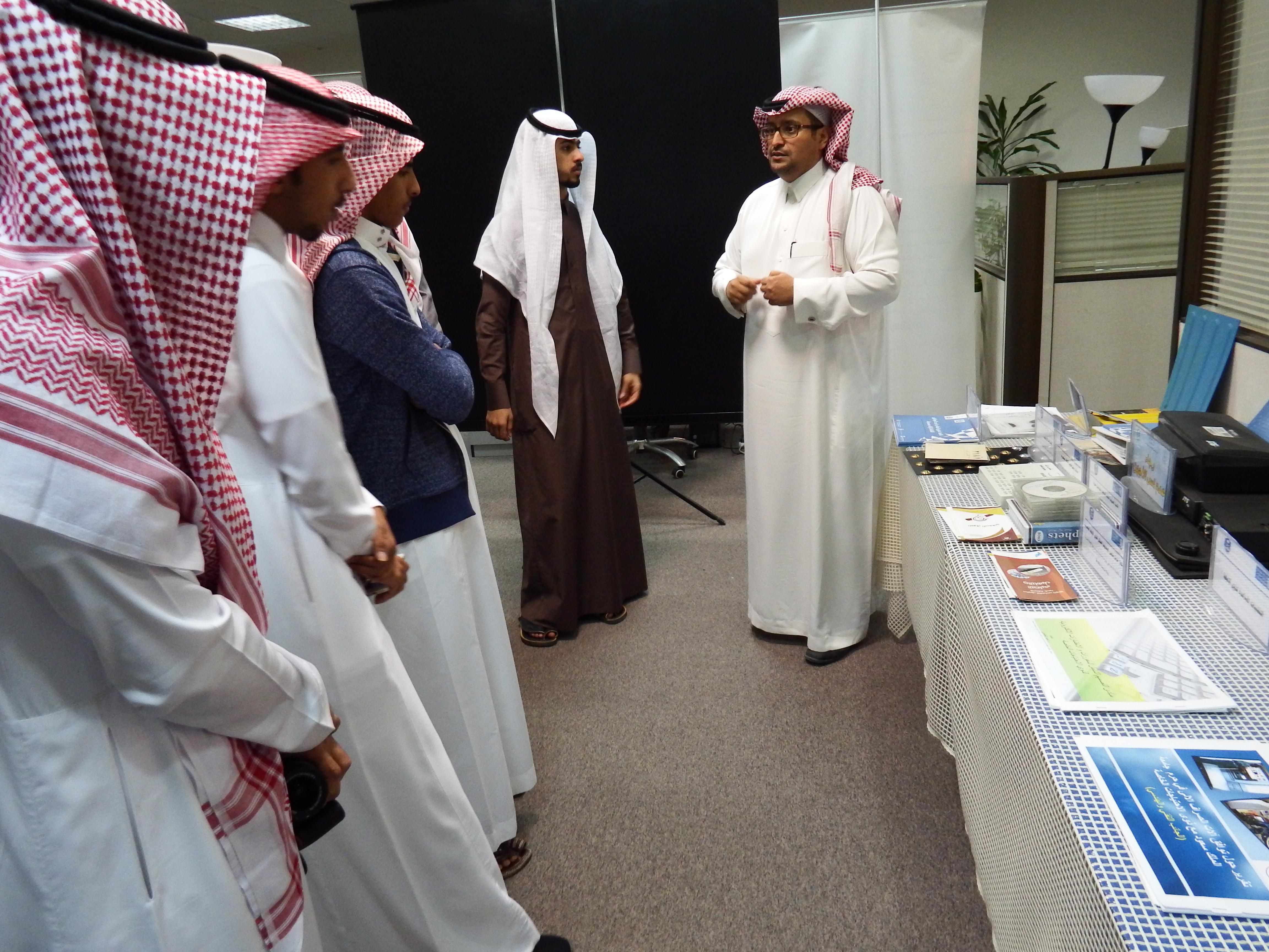 في إطار تبادل الخبرات بين الجامعات السعودية وفد جامعة المجمعة يطلع على إنجازات برنامج الوصول الشامل