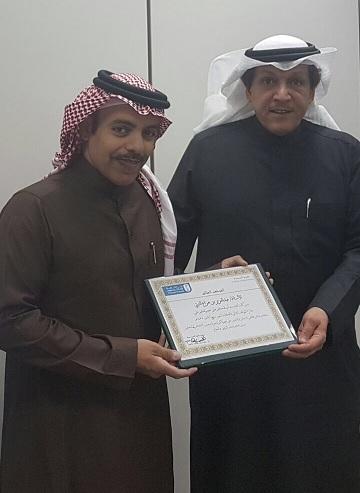 أ.عبدالعزيز الثبيتي يحصل على جائزة العميد للموظف المثالي بالكلية لشهر ربيع الآخر لهذا العام.