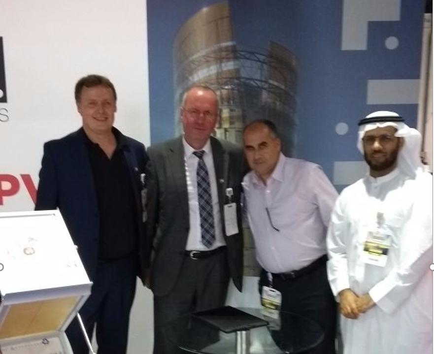 فريق جامعة الملك سعود للمنزل الشمسي المستدام في معرض دبي الشمسي