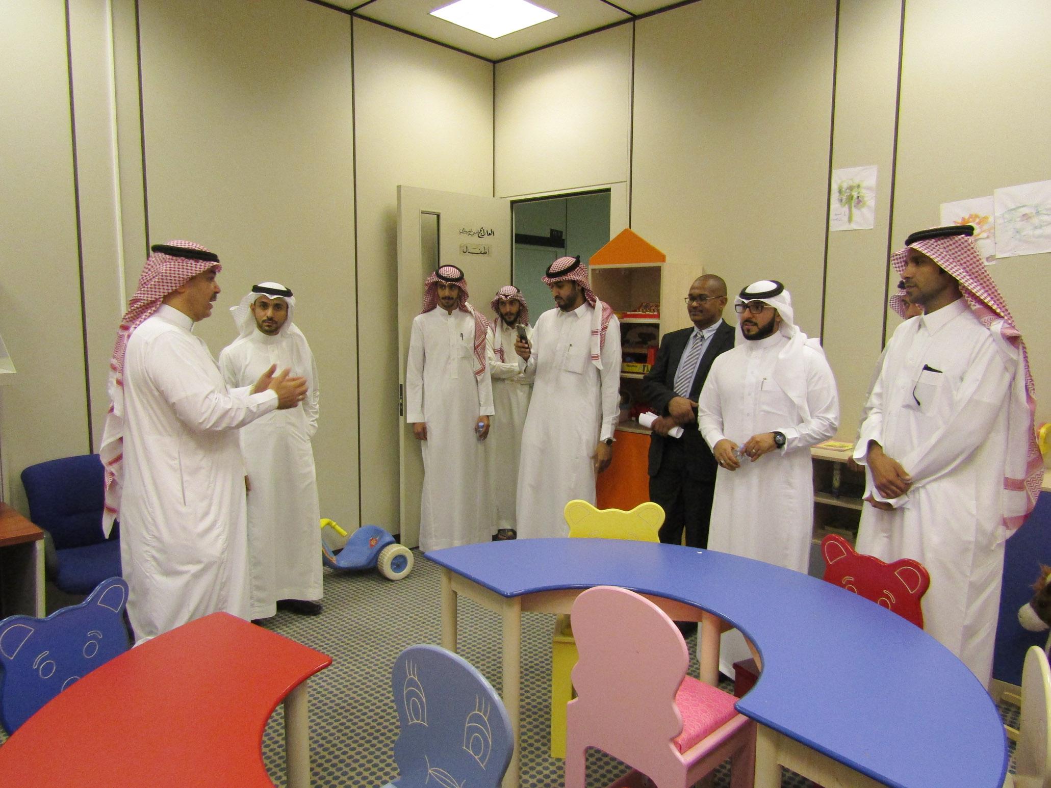 وفد من أعضاء هيئة التدريس والمحاضرين من جامعة الامام يزورون قسم علم النفس بكلية التربية