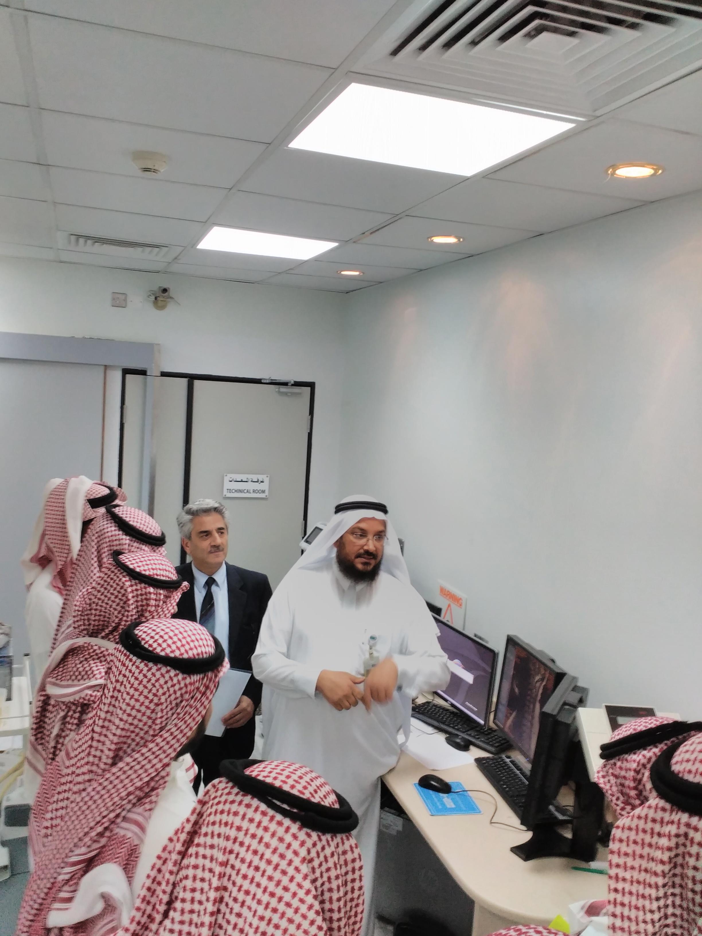 طلاب علم النفس في زيارة لوحدة MRI بمستشفى الملك خالد الجامعي