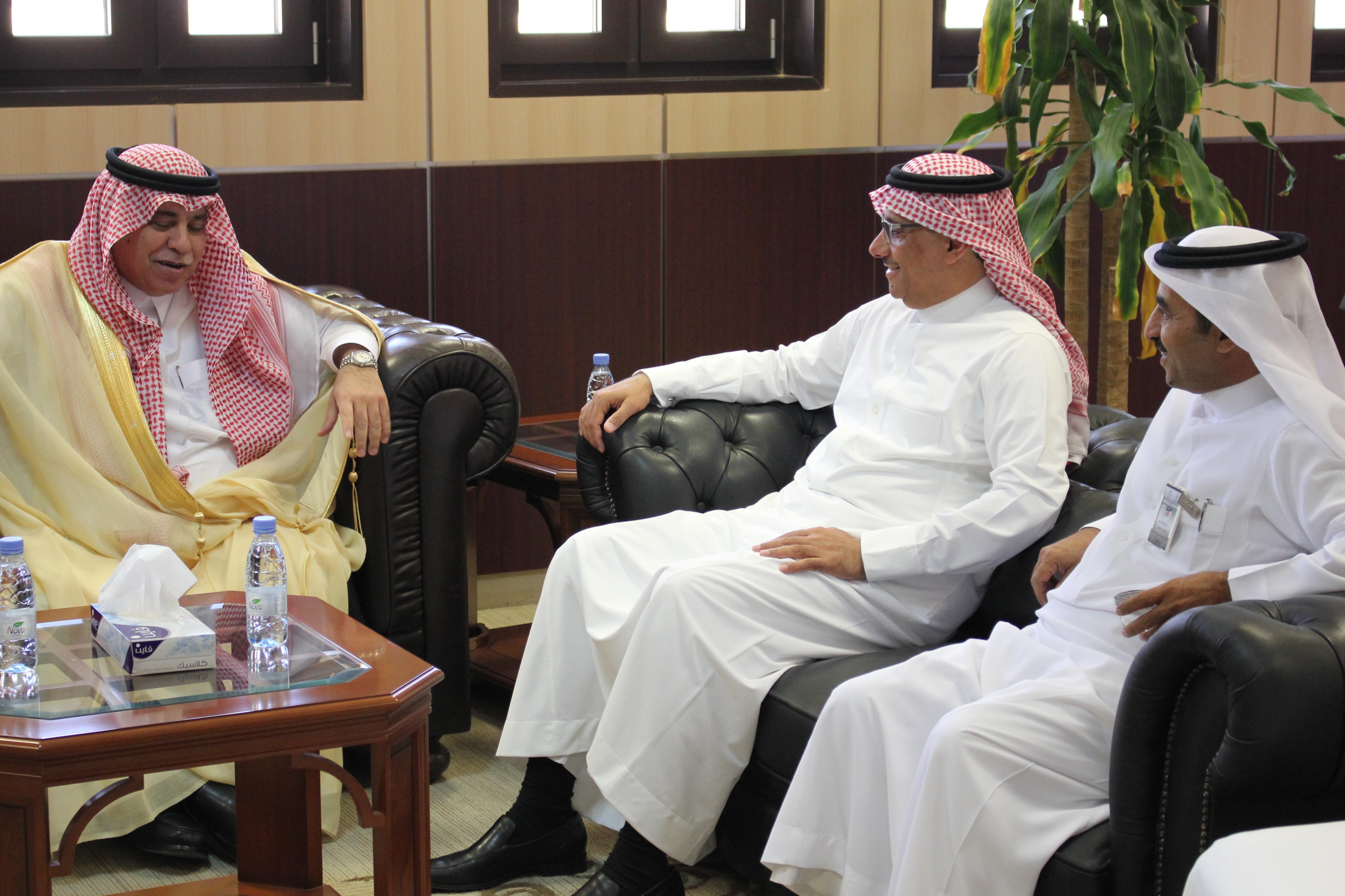 معالي وزير الشؤون الاجتماعية  الدكتور/ ماجد بن عبد الله القصبي يلقي محاضرة في مركز تنمية القيادات التنفيذية والإدارية بكلية إدارة الأعمال