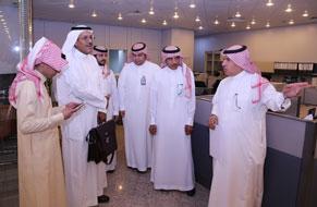 جامعة الملك خالد تعزز التواصل مع الجامعة  وتقف على الخدمات الإلكترونية لإدارة علاقات الموظفين