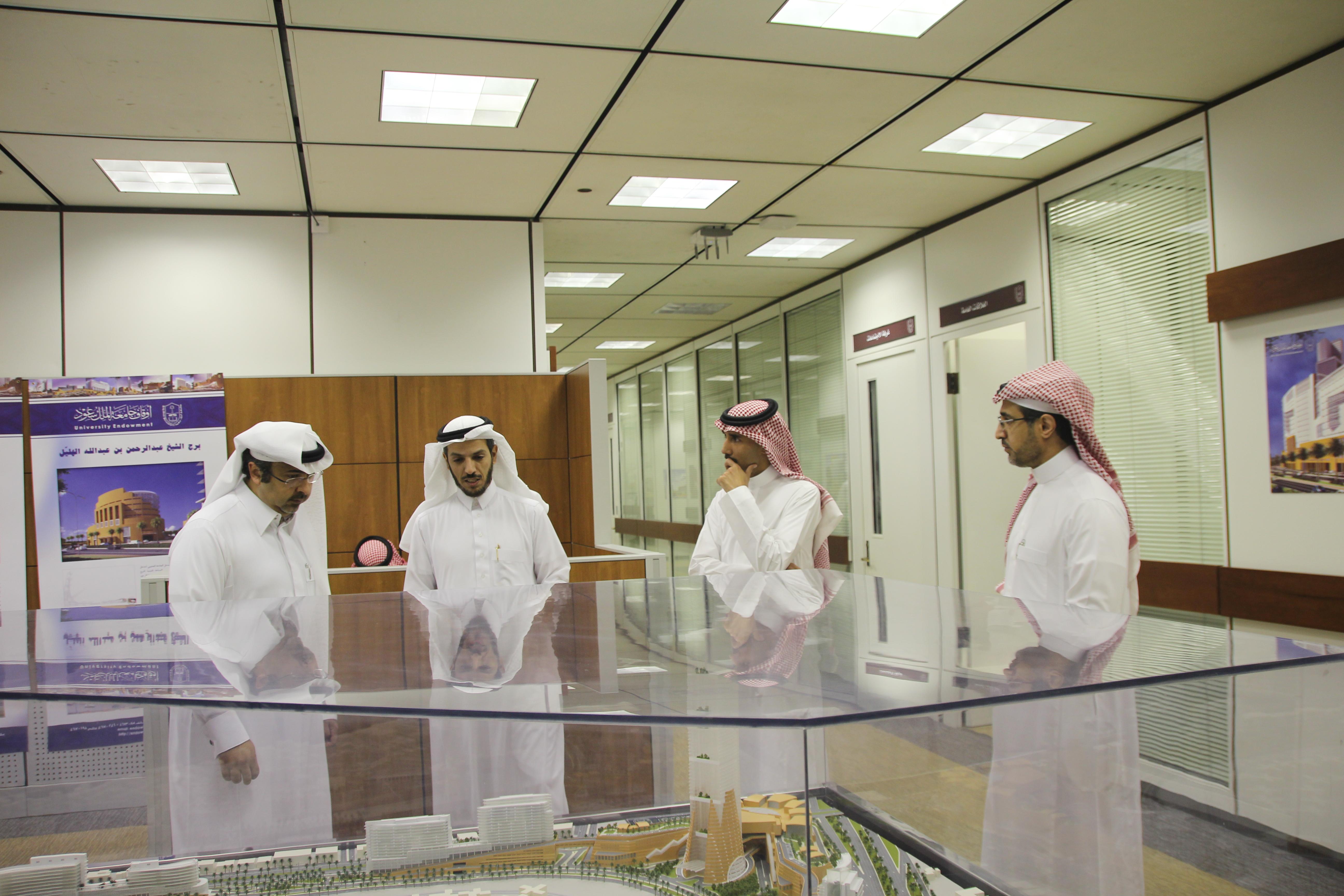 أمين عام أوقاف جامعة الملك سعود يستقبل نائب الرئيس التنفيذي لمجموعة دلة البركة بالمنطقة الوسطى