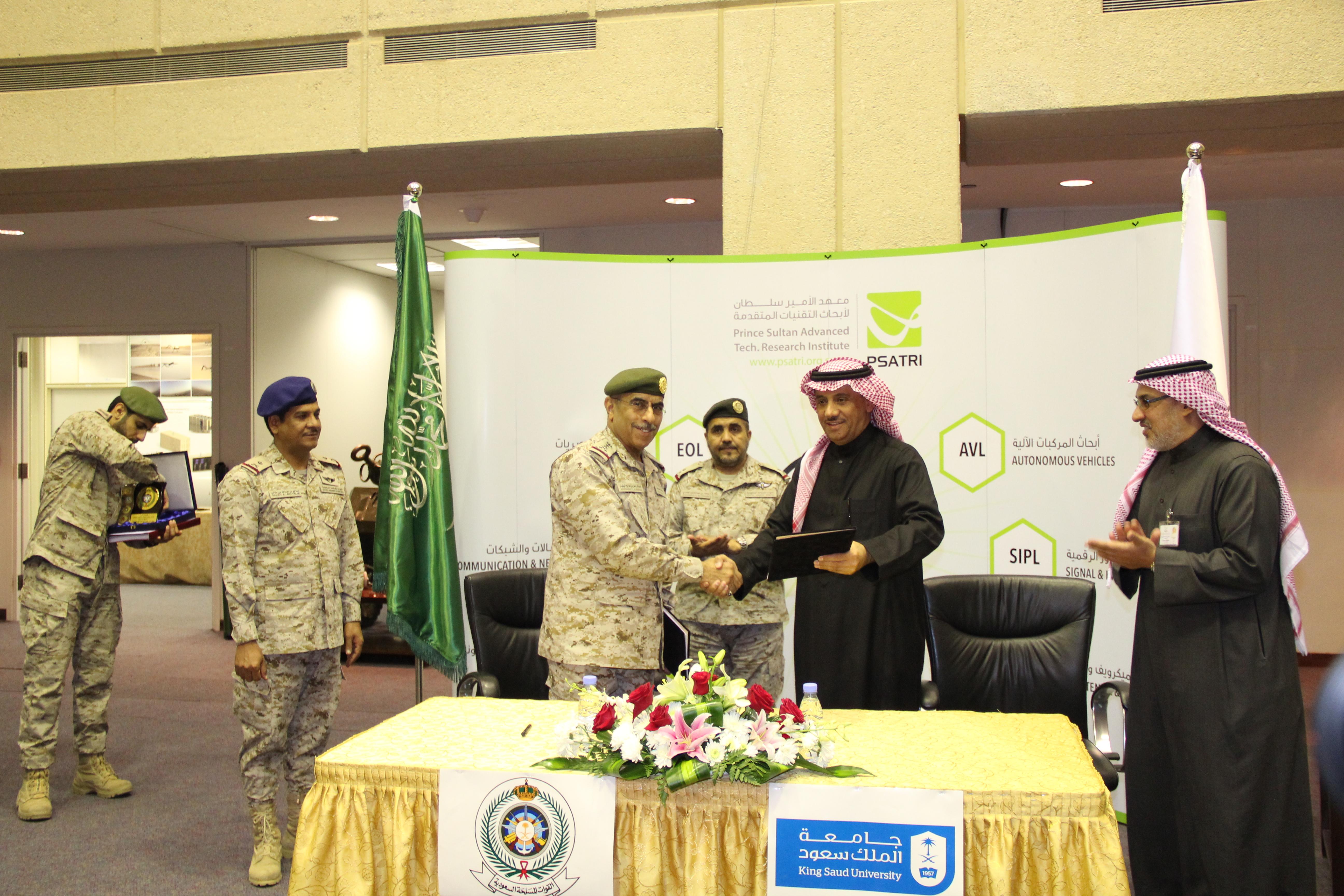 وزارة الدفاع وجامعة الملك سعود متمثلة في معهد الامير سلطان يوقعان مذكرة تفاهم في مجال الحرب الإلكترونية