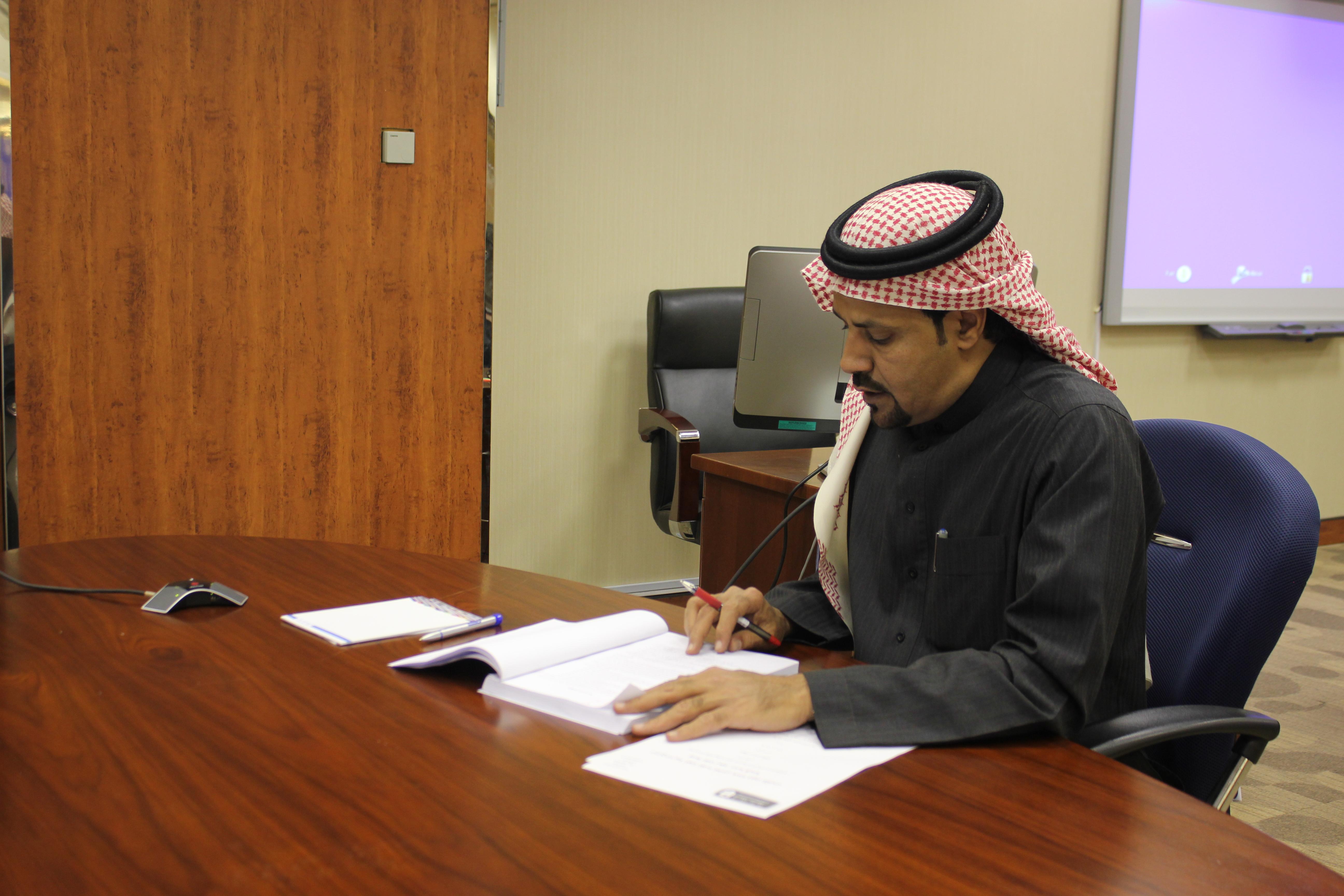 """الماجستير لــ""""سلطان المالكي"""" عن البرامج التدريبية المهنية المقدمة للعاملين في عمادة شؤون المكتبات"""