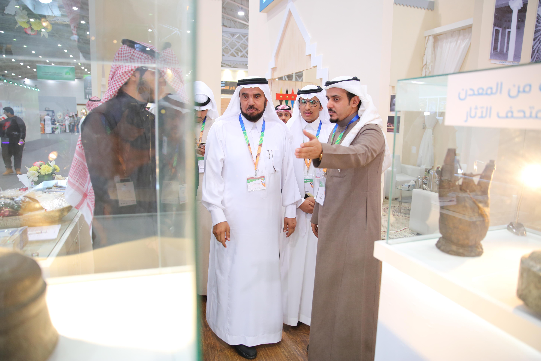 مدراء الجامعات يشيدون بجناح جامعة الملك سعود بملتقى ألوان السعودية 2016