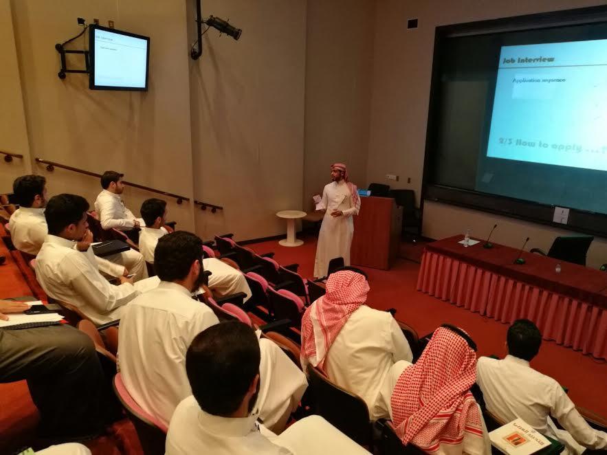 نادي الهندسة الصناعية يستفيد من خلاصة تجارب أهل العلم والكفاءة