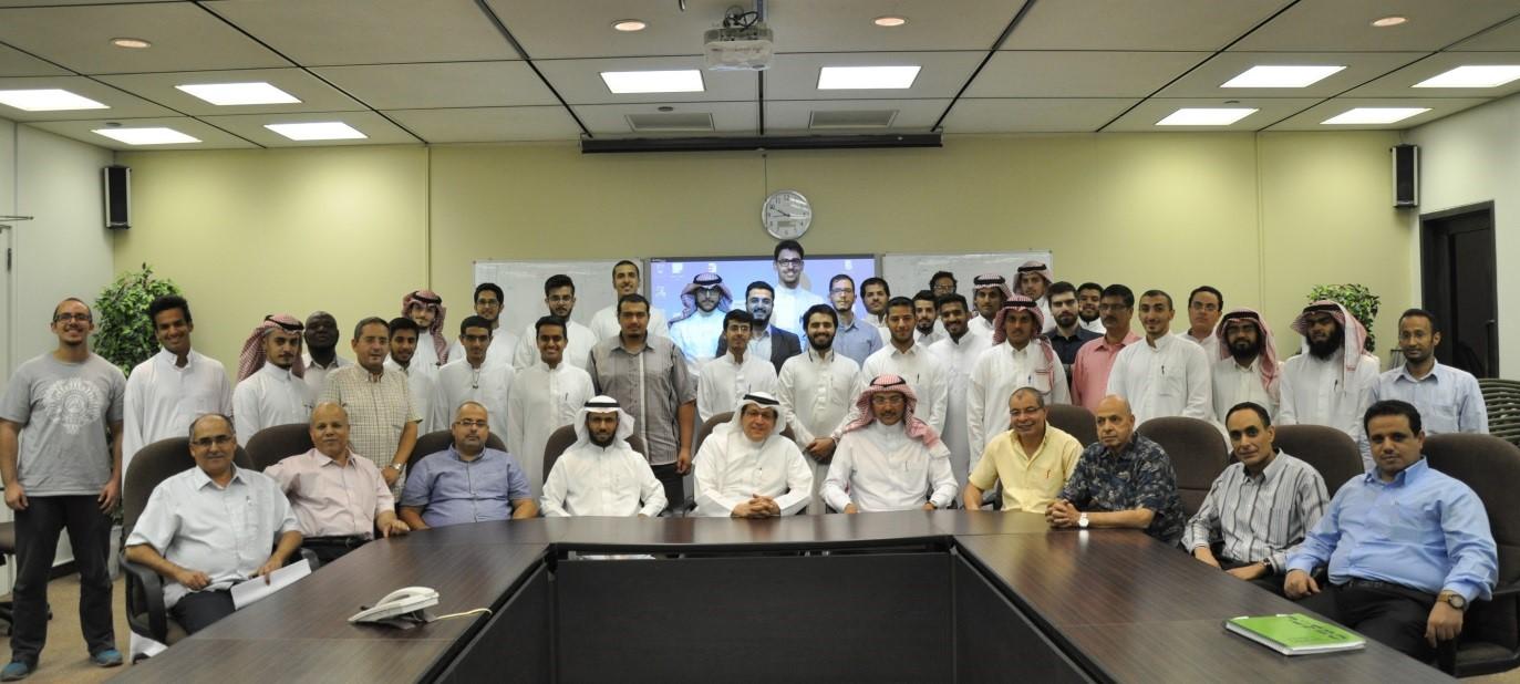الإجتماع الأول في العام الجامعي 38-39هـ لفريق جامعة الملك سعود في مسابقة المنزل الشمسي المستدام