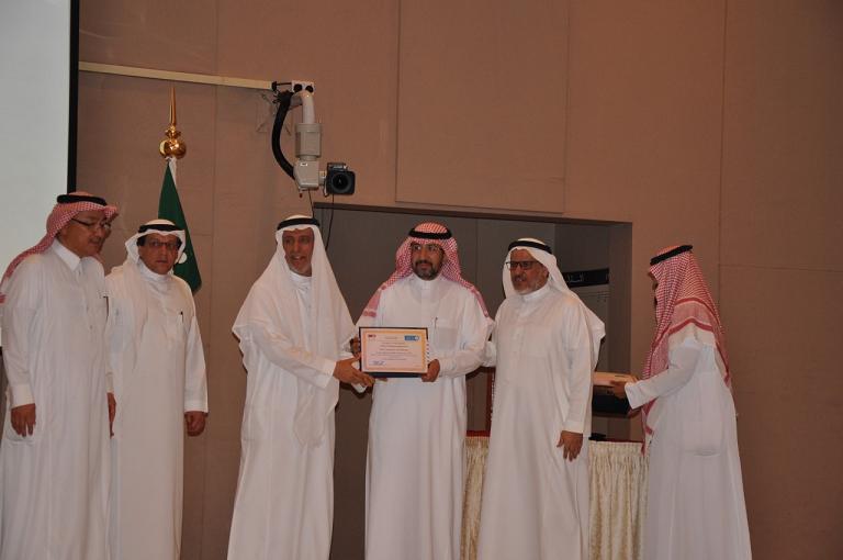 كلية الهندسة تحتفل بتسليم جائزة القصبي للهندسة المدنية