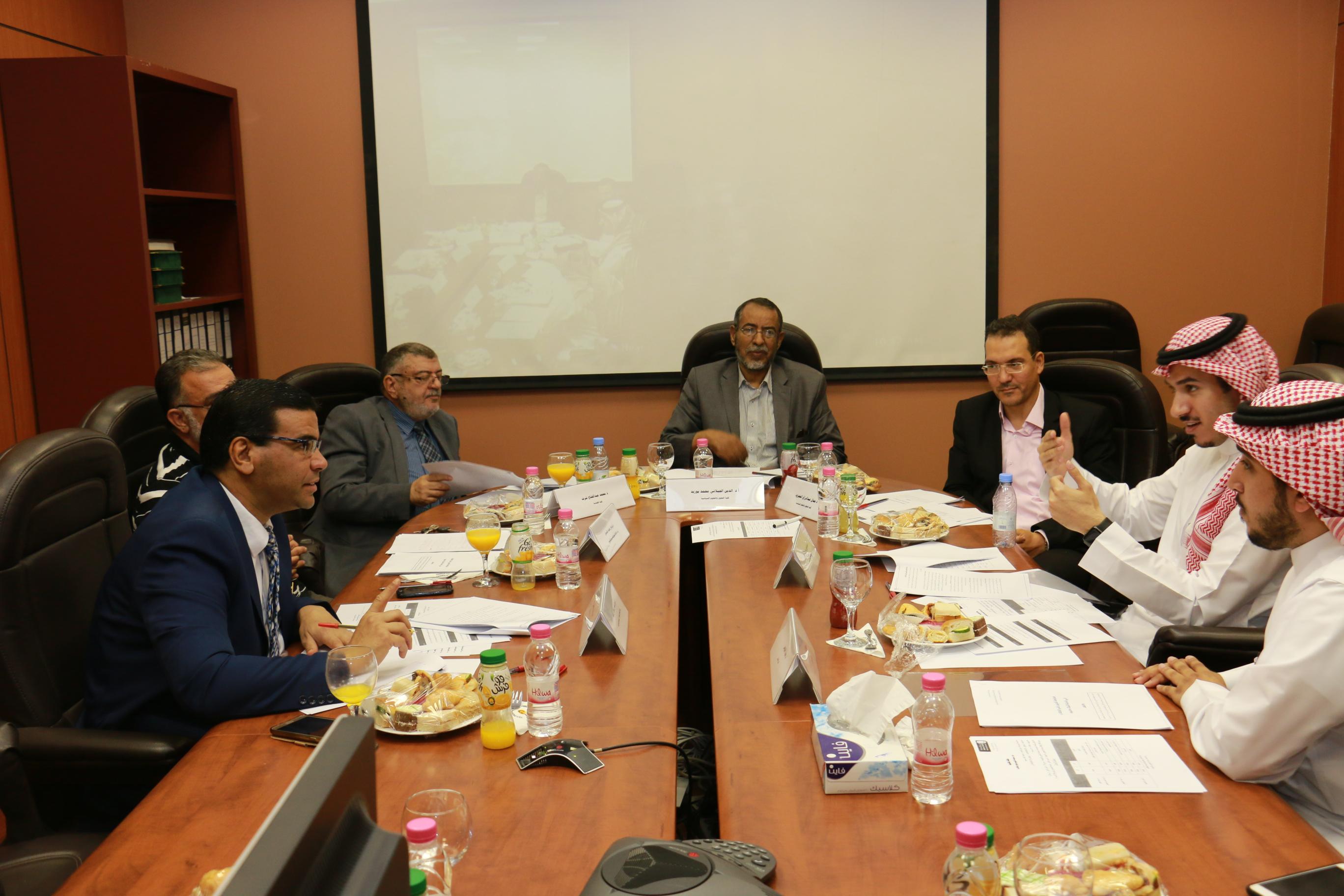 حلقة نقاش لدراسة وتحليل سياسات تقييم تعلم الطلاب بالجامعة