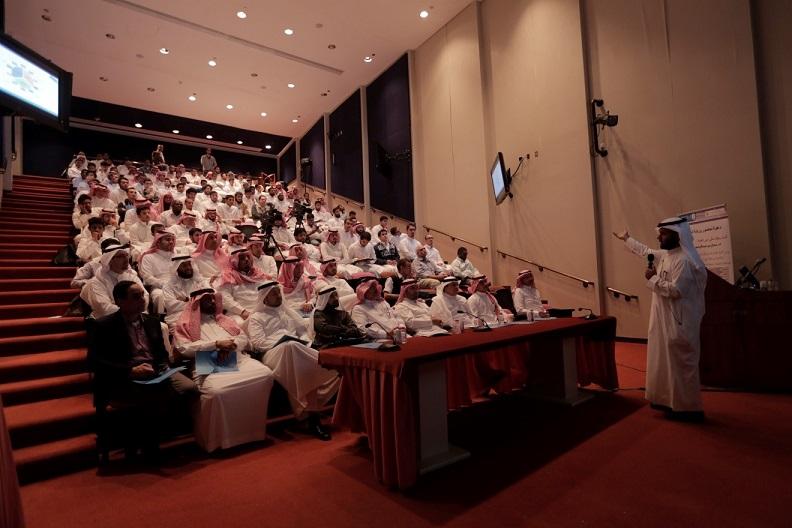 تحت رعاية مدير الجامعة الدكتور بدران العمر: كلية الهندسة تقيم ورشة عمل حول مشاركة جامعة الملك سعود في  مسابقة البيت الشمسي المستدام