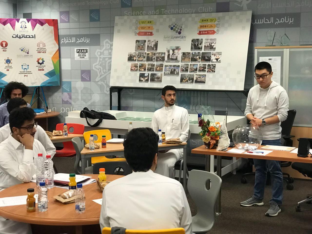 السنة الأولى المشتركة تقيم دورة بعنوان (اساسيات اللغة الصينية)