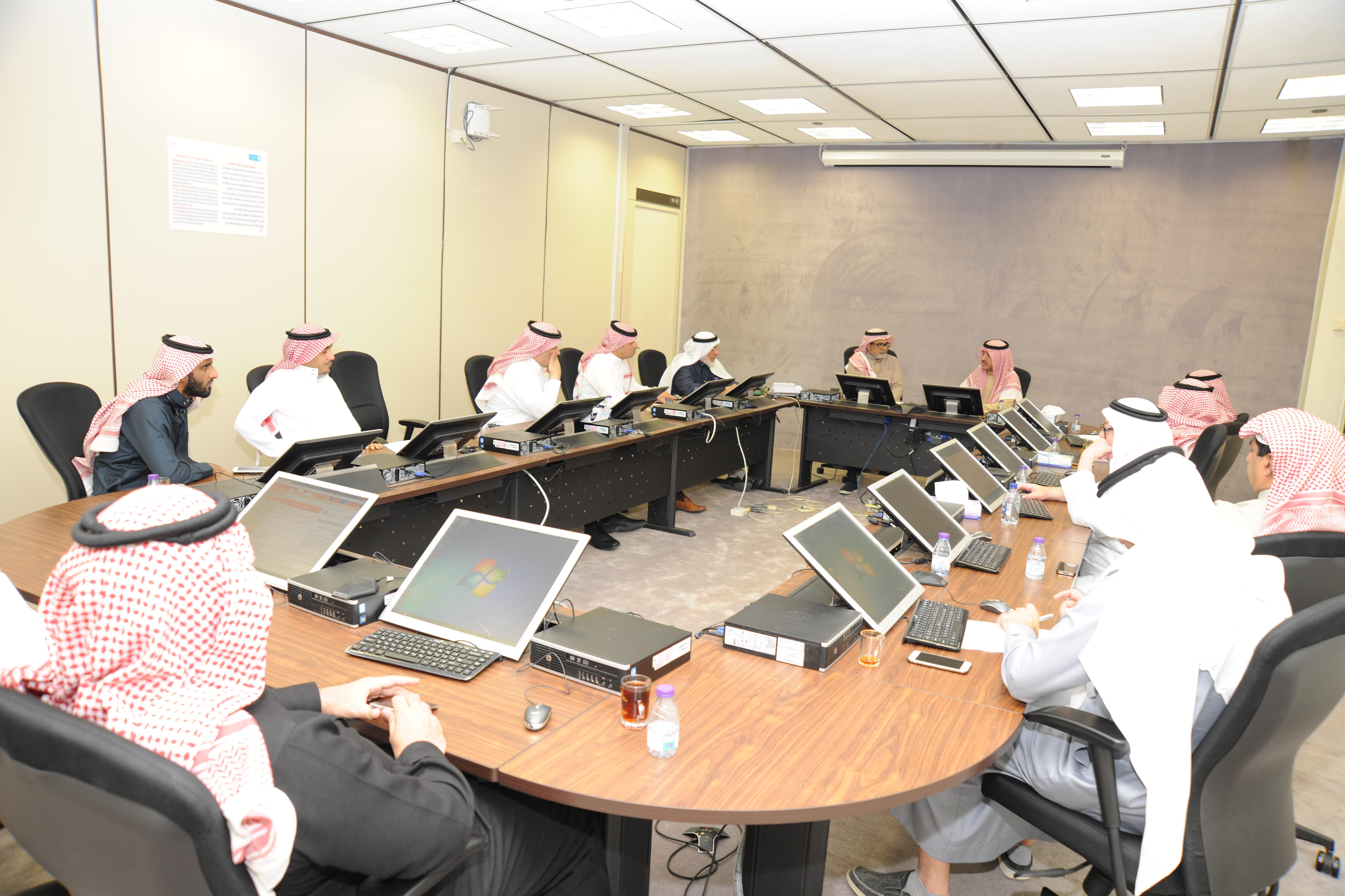 سعادة وكيل الجامعة للتخصصات الصحية الدكتور/ عبدالرحمن المعمر يشارك في اجتماع مجلس كلية العلوم