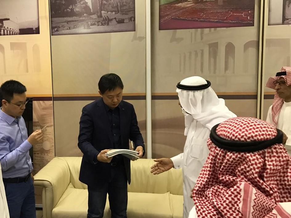 وفد أكاديمي صيني يزور مركز الملك سلمان لدراسات تاريخ الجزيرة العربية وحضارتها