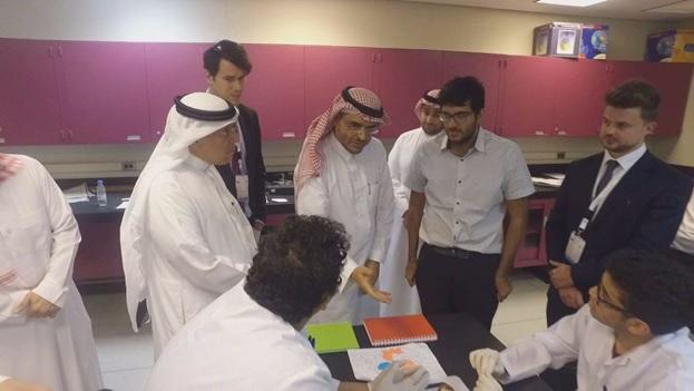 زيارة سمو الأمير الدكتور بندر المشاري للبرامج الاثرائية لموهبة المقامة في كلية الهندسة