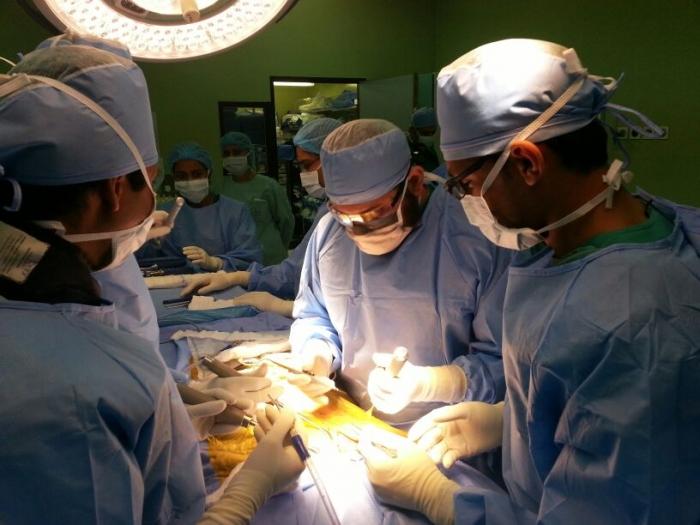كأول مركز بالشرق الأوسط إجراء عمليات لتقويم انحرافات العمود الفقري جراحيا ومغناطيسيا