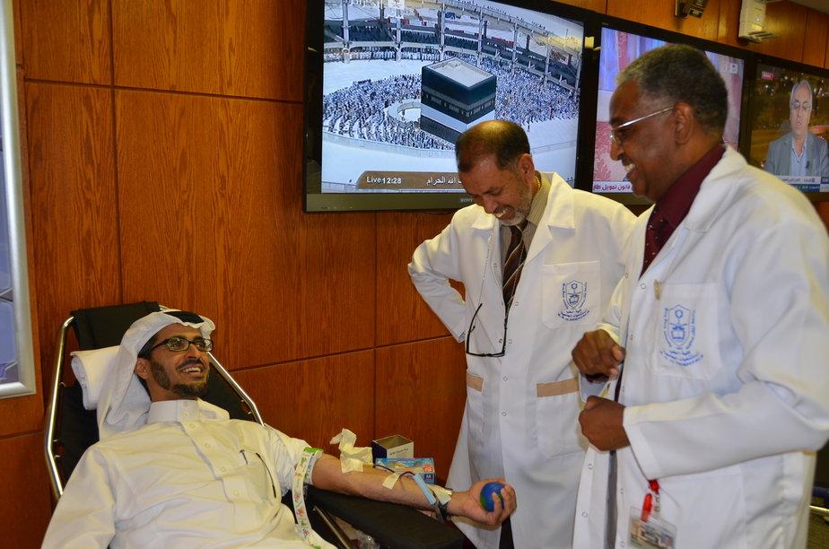 عمادة التعليم الالكتروني تطلق حملة للتبرع بالدم لدعم المدينة الطبية
