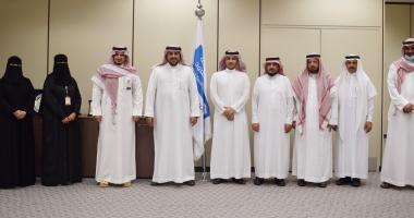 فريقاً من وزارة السياحة يزور كلية السياحة والآثار