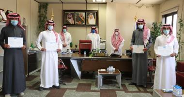 تكريم طلاب علوم الرياضة الحاصلين على جائزة العميد للطلاب المتفوقين