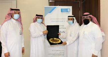 تكريم ممثل المركز الوطني للوثائق والمحفوظات