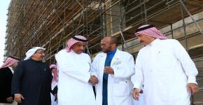 مدير الجامعة يتفقد مستشفى الأسنان ومركز الملك فهد للقلب