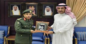 مدير عام الجوازات يزور الجامعة ويلتقي بعميد معهد الملك عبدالله