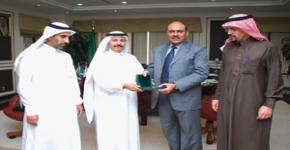 Biotechnology pioneer Mohammad Ashraf visits King Saud University