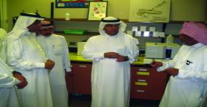 د.الخثلان يزور برنامج أبحاث المؤشرات الحيوية