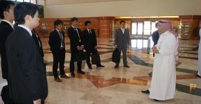 وفد الشباب الياباني يزور مكتبة الأمير سلمان المركزية