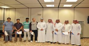 التعاملات الإلكترونية تكرم موظفيها المشاركين في تنظيم حفل التخرج1433هـ