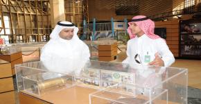 كلية الدراسات التطبيقية وخدمة المجتمع تقيم معرض (معرض المخدرات ووسائل التهريب)