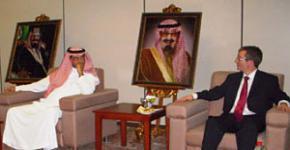 Leading Scholar Jonathan Gibbins visits King Saud University