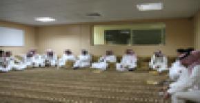 عميد شؤون الطلاب ووكيل العمادة للخدمات الطلابية بديوانية مبنى ( 8 )