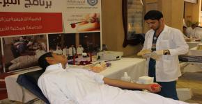 مركز التوجيه والإرشاد يواصل حملة التبرع بالدم بكلية التربية