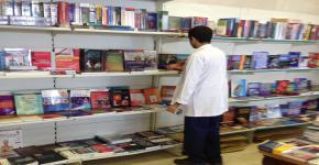 بالتعاون مع مكتبة الشقري العمادة تنظم ركن الكتاب الأكاديمي