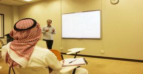 """مركز التوجيه والإرشاد ينفذ برنامج """"تقوية دراسية"""" لعدد من المواد في كلية العلوم"""